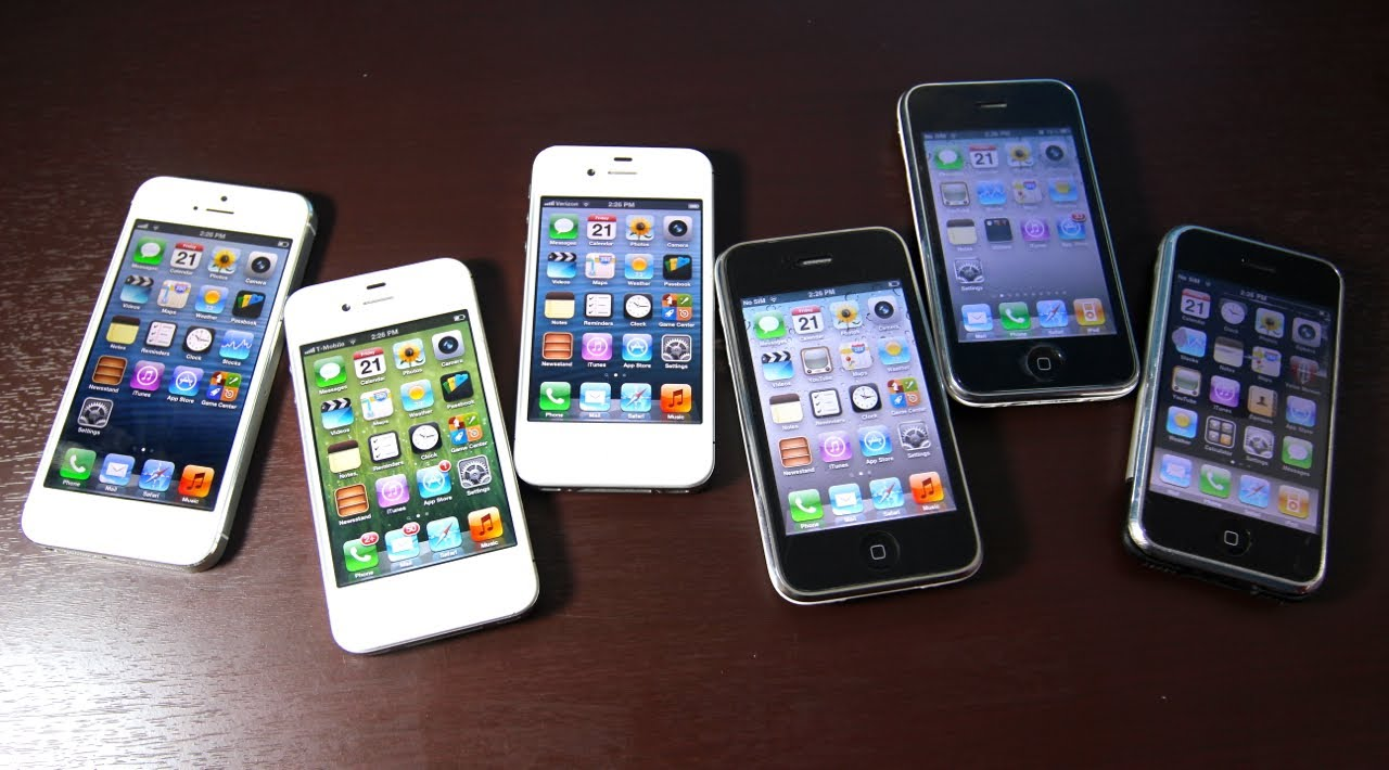 Six iPhones on a wooden table three white and three black