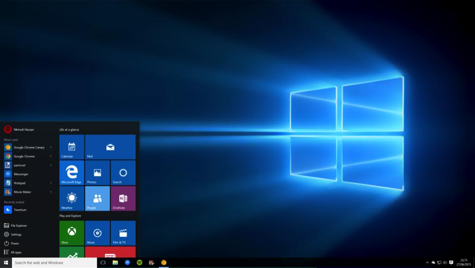 Windows 10 desktop homescreen with start open live tiles